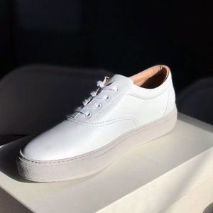 balmoral 01 (leather concrete white)