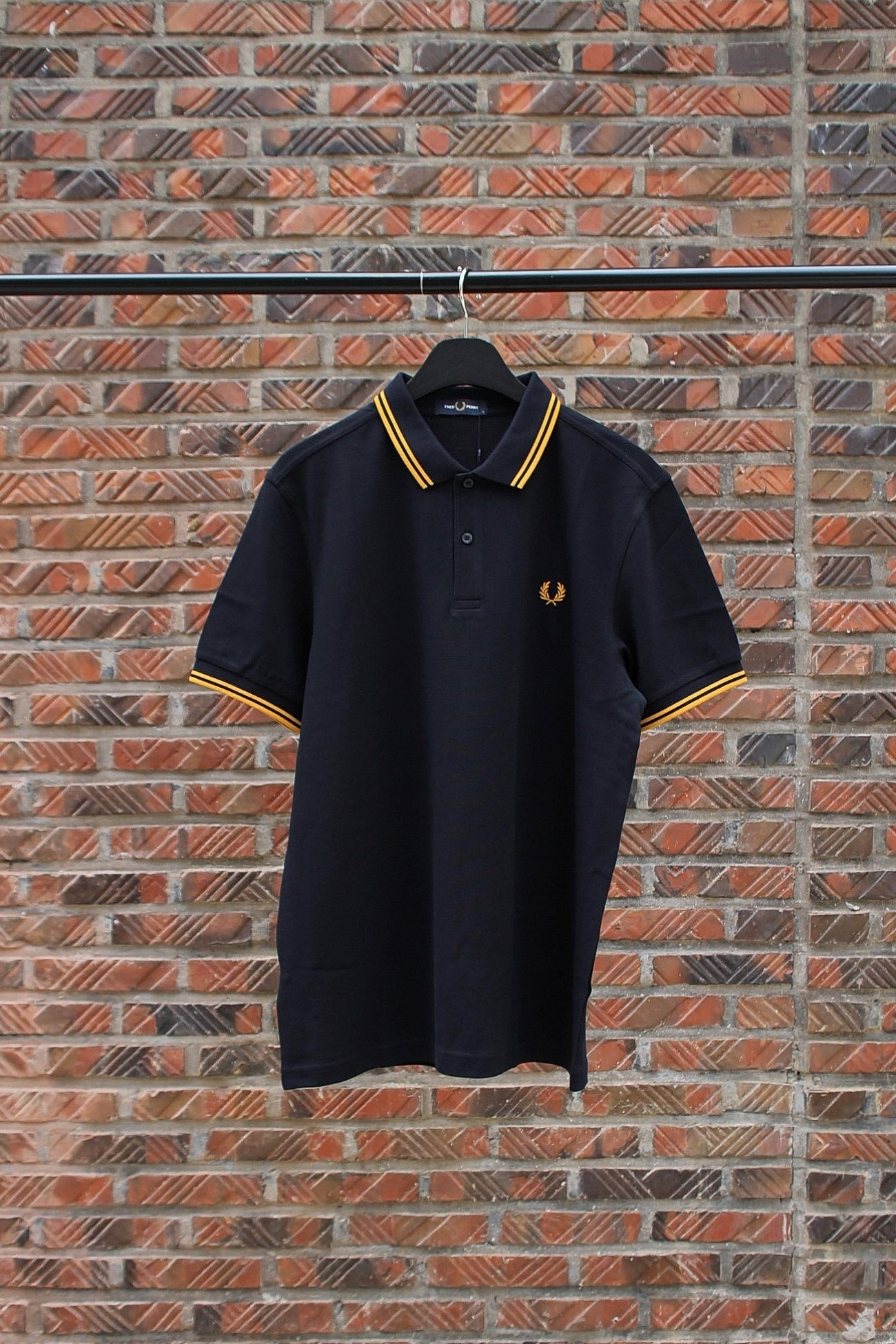 [FRED PERRY] Twin Tipped Fred Perry Shirt - Navy / Gold